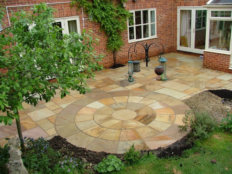 Patio and block paving service telford shropshire for Garden paving designs